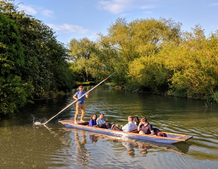 Group punting on river cam